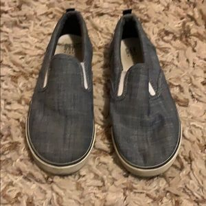 Get boys boat shoes size 1